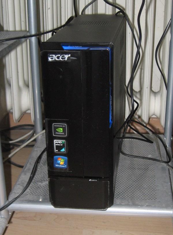 Acer AS X1301-3 im PC Tisch