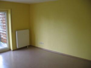 Blick ins Wohnzimmer (in Maisgelb)